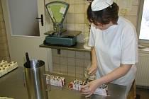 V době koronaviru cukrárny moc zákazníků nemají. Ilustrační foto.
