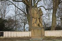 Tragickou událost z května 1945 připomíná v Leskovicích pomník s pietním hřbitovem.