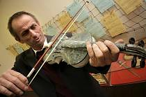 Mramorové housle v Pelhřimově