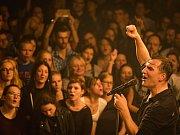 Hlavní tvář Mig 21 je v první řadě zpěvák Jiří Macháček. Sobotní koncert přiblíží celou kapelu.