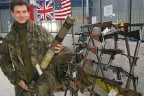 Znehodnocené zbraně na stadionu v Humpolci.