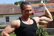 Věře Mikulcové je 33 let,  měří 173 centimetrů, momentálně váží 89,9 kilogramů, a během  středečního dne jí odbornice naměřila 18 let metabolického věku.