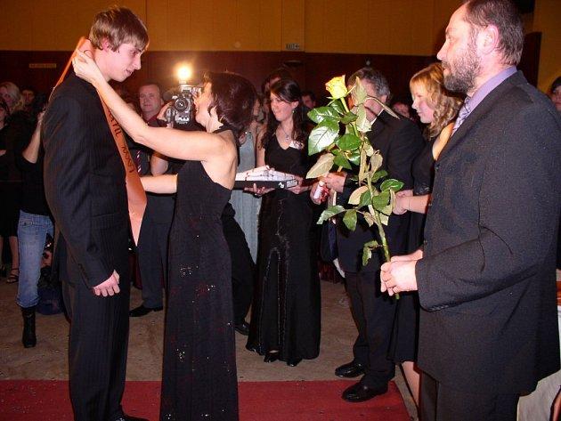 Maturanti škol, kteří s plesem počkali na letošní rok, místní poplatek ze vstupného platit nebudou.