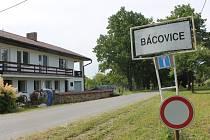 Lidová tvořivost se projevila v Bácovicích u Červené Řečice.