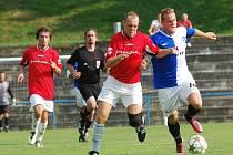 David Morava (vpravo), který ještě na podzim oblíékal dres Humpolce v krajském přeboru, rozšířil kádr Speřic. V zápase proti Pacovu se uvedl gólem.
