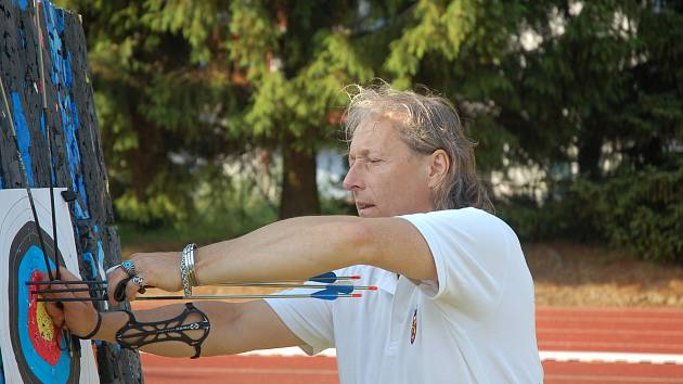 Miroslav Háva vyhrál soutěž v holém luku.