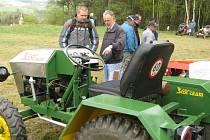 Na start sobotní Traktoriády se postavilo šestadvacet traktůrků rozličné velikosti, stáří i původu.