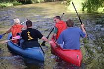 Závody vodáků na řece Želivce.