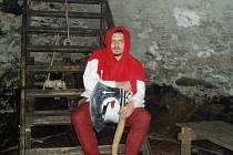 Zvláštní koníček Jiří Vacíř se se skupinou historického šermu ve volném čase zabývá středověkým právem útrpným.