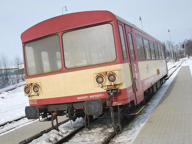 Převážná část vozového parku Českých drah je ve špatném stavu. Nákupem sedmnácti nových motorových vozů na vysočinské tratě se alespoň částečně zacelí propastná díra, která zeje nad stavem českého železničního arsenalu.