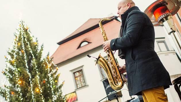 Stejně jako loni i letos vystoupí U Stromečku duo Martin Vaverka (na snímku) a Ondřej Kříž.