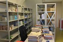 V oddělení školní knihovny  je zatím zaevidováno dva tisíce knížek.