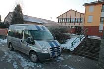 Školní autobus patří k lukavecké základní škole už několik let.