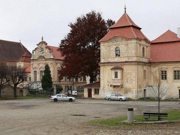Želivský klášter hostí kulturu i po letní sezoně