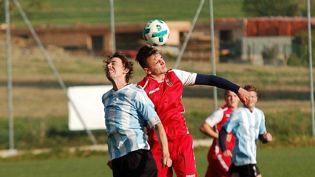 Bitvu o každý míč přineslo derby krajského přeboru mezi Speřicemi a Košeticemi. Duel vesnic nakonec vyhráli fotbalisté Dálnice.