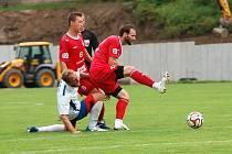 Fotbalisté Třebíče (v červeném) po úvodní remíze dvakrát vyhráli.
