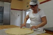 Kromě výroby běžného pečiva se Adélka soustředí i na sladké. Každoročně se také účastní českobudějovické soutěže o nejlepší dožínkový koláč. Jen jeho zdobení trvá zhruba čtyřicet pět minut a musí se před soutěží pečlivě nacvičovat.