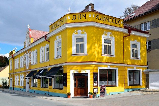 Kavárna Café Budík funguje vČernovicích už téměř osm let.
