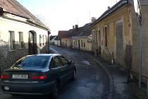 Pošenská ulice v Pacově je stále nebezpečná pro chodce i řidiče.