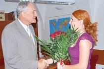 Šéfredaktorka Pelhřimovského deníku Marcela Průchová gratuluje k 70. narozeninám starostovi města Pelhřimov Leopoldu Bambulovi.
