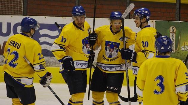 Velký favorit  zvládl čtvrtfinále zcela suverénně, Strakonicím ve dvou zápasech nastřílel patnáct gólů.