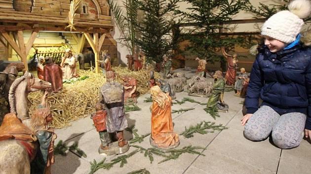Betlém, který již tradičně zdobí interiér kostela svatého Bartoloměje v Pelhřimově během předvánočního a vánočního času, dostal novou podobu.