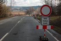Kvůli dvěma zbouraným mostům přibyla v Humpolci a okolí řada dopravních značek a s nimi omezení.