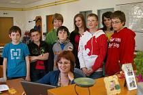 Pacovští školáci na exkurzi v redakci Pelhřimovského deníku.