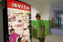 Prodejní automat s nápoji  zmizí v blízké době také z chodby  Základní školy Krásovy domky v Pelhřimově.
