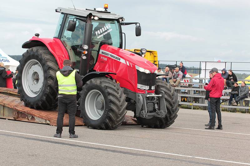 Den Zemědělce 2017 na letišti u obce Kámen.