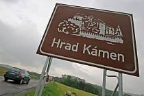 To mohou očekávat řidiči, kteří spatří ceduli mezi Kamenicí nad Lipou a Ondřejovem. Turisticky lákavý hrad je však ještě hodně daleko.