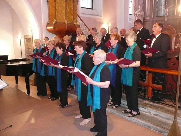 Pelhřimovský pěvecký sbor Záboj a sbor Liederkranz z německého Hungenu pojí partnerské vztahy už tři desetiletí.