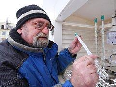 Meteorolog Josef Šlezinger prožije celé vánoční svátky mezi přístroji.