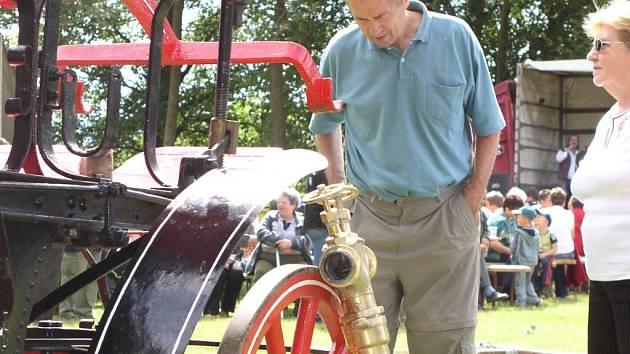 Černovičtí historičtí hasiči vytasí v sobotu nejenom ukázku dobového zásahu. Zájemci opět mohou obdivovat starobylou techniku.