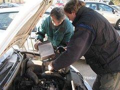 Tuhé mrazy se podepisují i na automobilech.