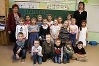 Na fotografii jsou žáci ze ZŠ Černovice, 1. třída paní učitelky Marie Jirákové.