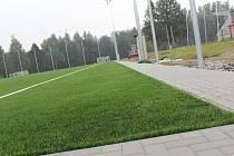 Rekonstrukce hřiště, které leží nedaleko základní školy v Kamenici nad Lipou, je téměř u konce.