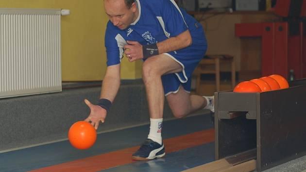 Žirovnický osud měl v zápase v Českých Budějovicích v ruce Jan Bureš. Bohužel tentokrát selhal, vůbec se mu nepovedla druhá dorážka.