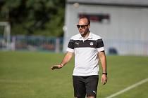 Fotbalisté Pelhřimova pod vedením trenéra Pavla Regáska (na snímku) ve druhé polovině podzimu válcují konkurenci.
