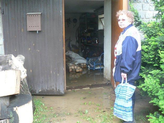 Jiřině Trpákové z Cetoraze zase voda zaplavila potravinový sklep, komoru na nářadí, kotelnu, uhelnu, prádelnu, sušárnu a garáž.