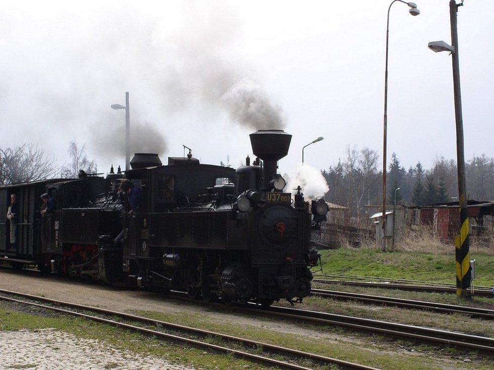 Příjezd vlaku na Kamenické nádraží