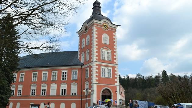 Uměleckoprůmyslové muzeum plánuje, že odvezené sbírky z kamenického zámku nahradí nová výstava.