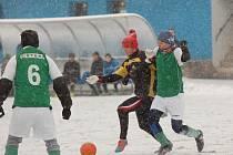 Fotbalisté rezervního týmu Speřic měli v duelu se Žirovem výraznou územní převahu. Projevilo se to i v konečném výsledku, za hustého sněžení zvítězili 5:1.