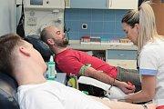 Mladí dárci krve přinesli na oddělení hematologie a transfúzologie určitě dobrou náladu.
