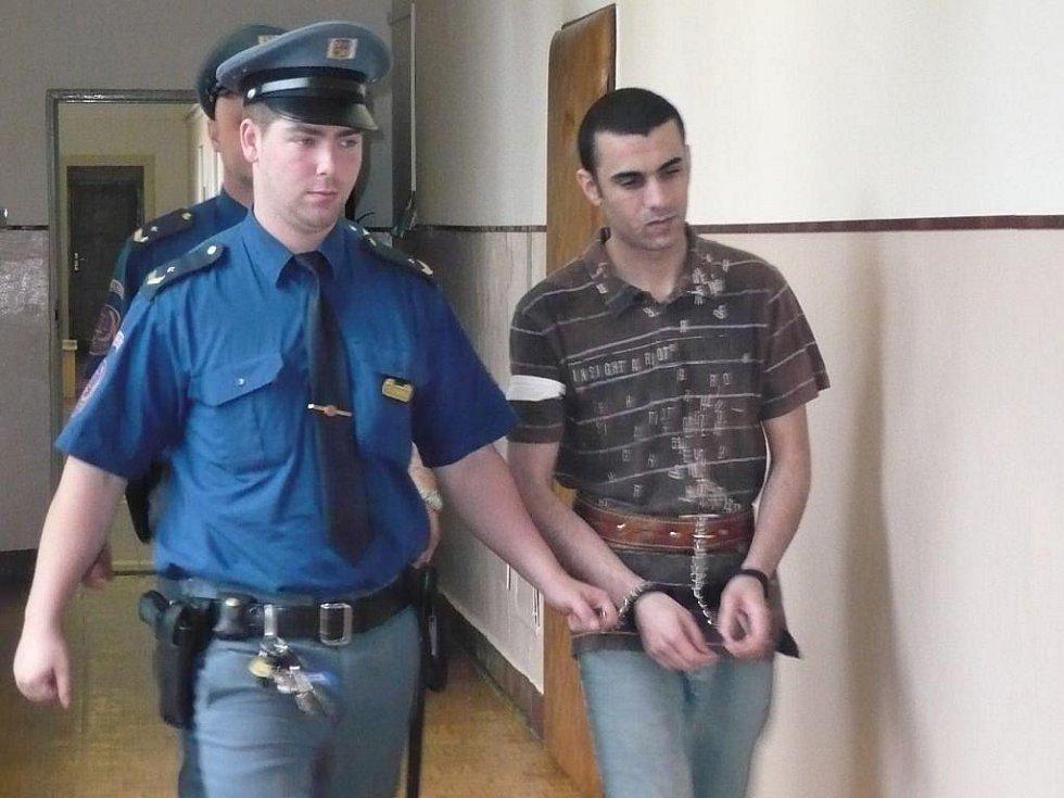 Mohamed Ali Houtmia se po vynesení tvrdšího rozsudku odvolal. Tunisan žijící v Česku se domnívá, že prý za falešným nařčením stojí jeho manželka, která usilovala o rozvod.