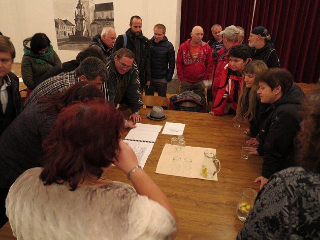 V Počátkách možná vznikne bowlingová dráha. O tomto projektu debatovali během uplynulého pondělí v tamní sokolovně počátečtí radní a místní lidé.
