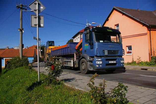 Obec Kámen je sužovaná kamiony už léta