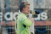 Fotbalisté rezervního týmu Pelhřimova (na snímku je brankář Matěj Zabloudil) bohužel pokračují v nevýrazných výkonech. V sobotu prohráli s Věžnicí.