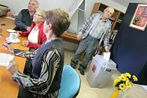 Ve Vysoké Lhotě přišlo k volbám 13 voličů z 15.