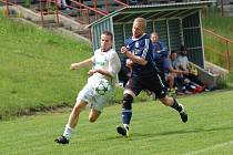 V duelu o první příčku alespoň z hlediska konečného výsledku dominovali fotbalisté Červené Řečice. Lukavec poslali do kolen pěti góly ve druhém poločase.